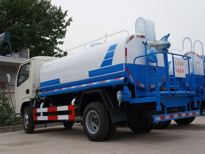 4X2 Dongfeng 5000 Liters Water Trucks