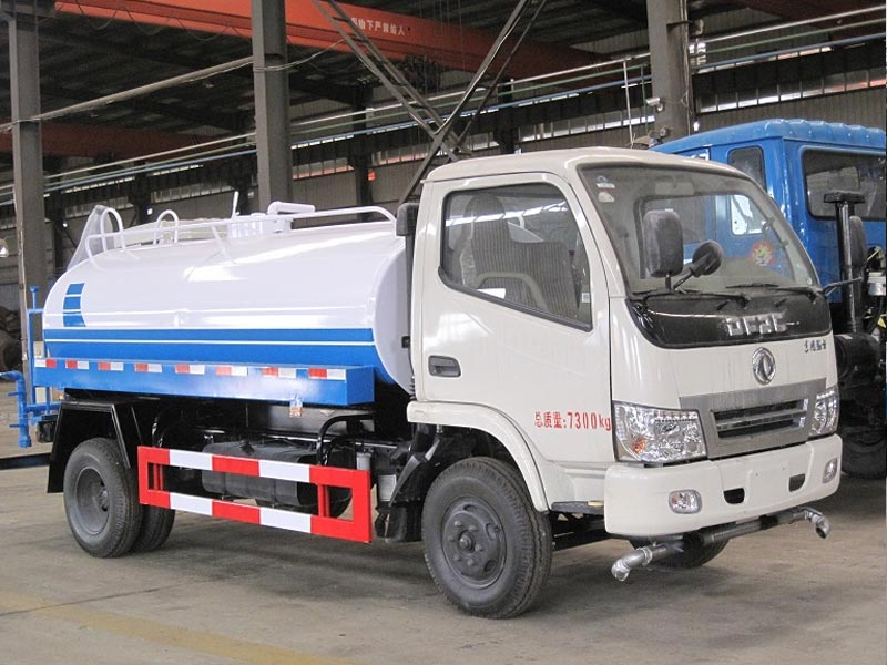 4X2 Dongfeng 5000Liters Water Truck